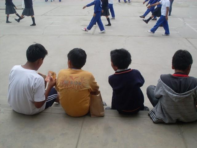 Marschier-Unterricht in peruanischer Schule